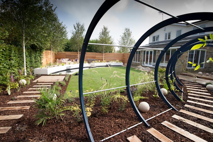 Cool but Funky, Contempoary Garden:  Garden by Yorkshire Gardens