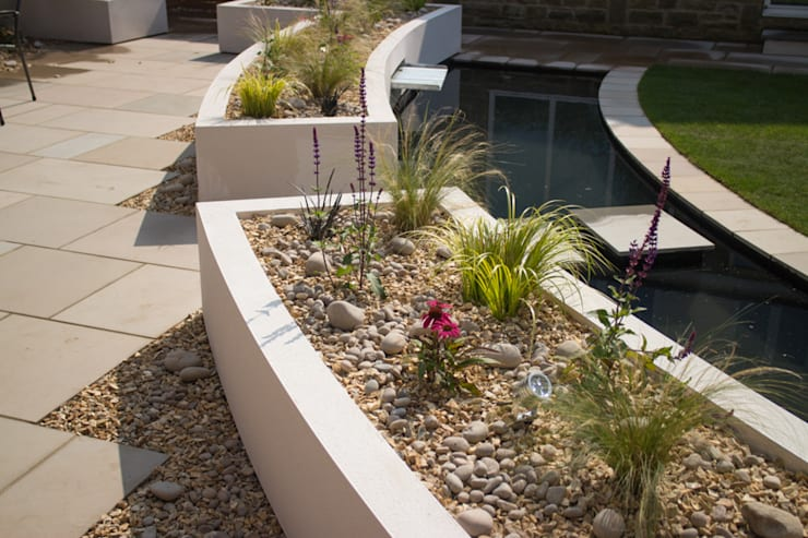 Cool but Funky, Contempoary Garden: modern Garden by Yorkshire Gardens