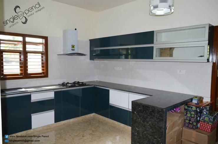 Suresh, vijayanagar:  Kitchen by single pencil architects & interior designers