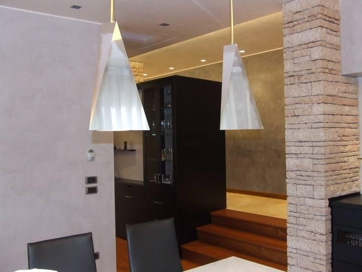 Ruang Makan oleh STUDIO DI ARCHITETTURA VERGILIO BURELLO