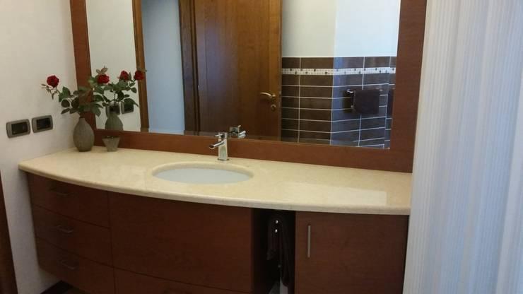 Bathroom oleh STUDIO DI ARCHITETTURA VERGILIO BURELLO