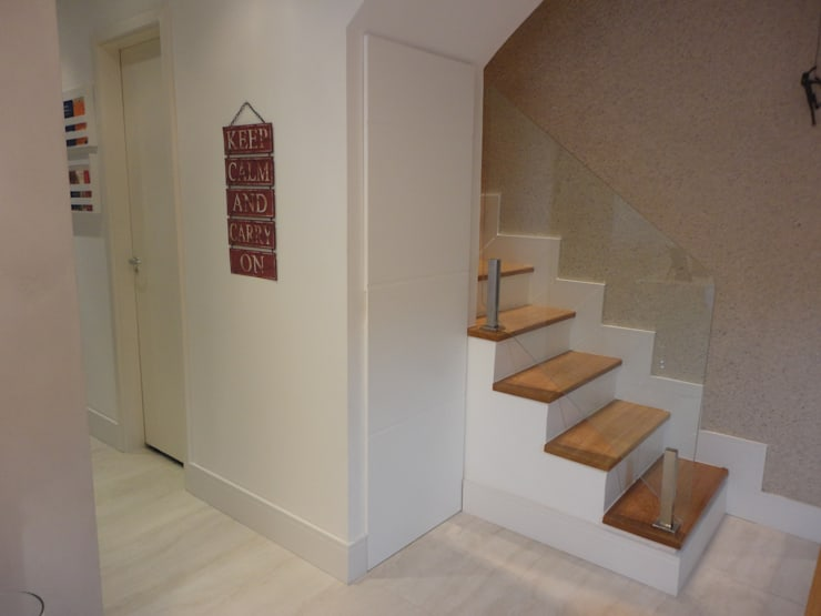 ระเบียงและโถงทางเดิน โดย Maria Helena Torres Arquitetura e Design, โมเดิร์น
