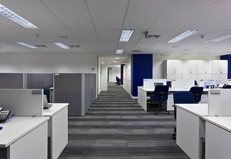 Oficinas de estilo  por Piacesi Arquitetos, Moderno