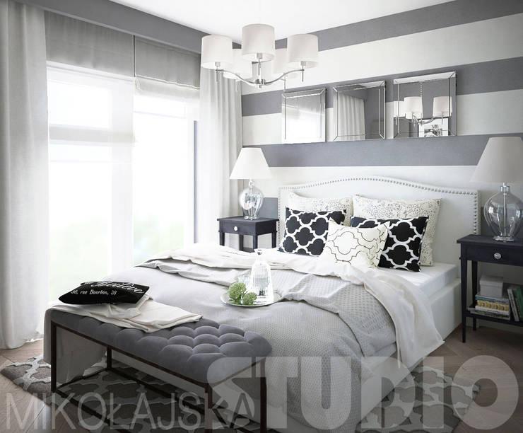 czarno-biała sypialnia: styl , w kategorii  zaprojektowany przez MIKOŁAJSKAstudio