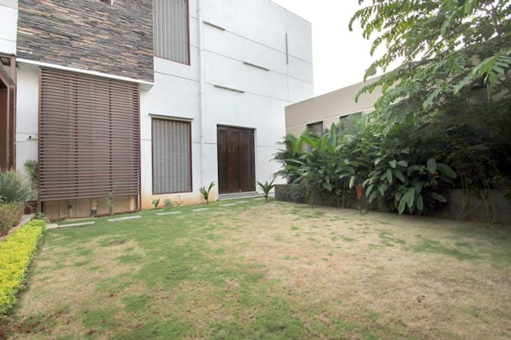 Villa Project:  Houses by Bansal Interiors
