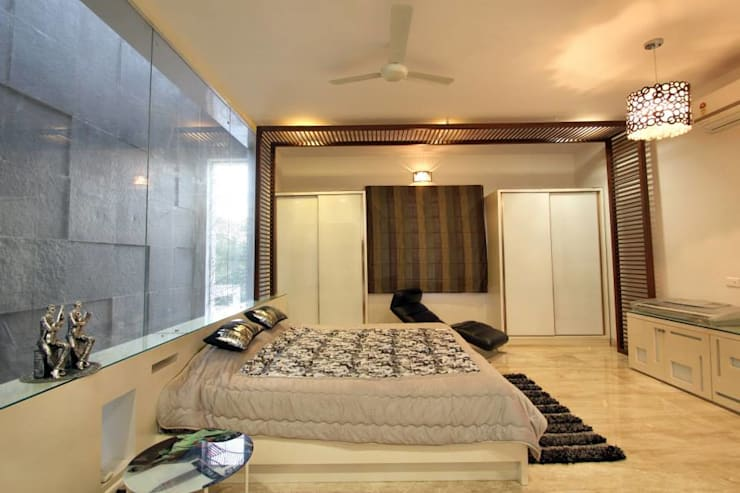 Villa Project:  Bedroom by Bansal Interiors
