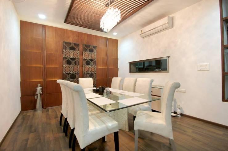 Villa Project: modern Dining room by Bansal Interiors