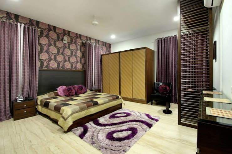 Villa Project:  Bedroom by Bansal Interiors