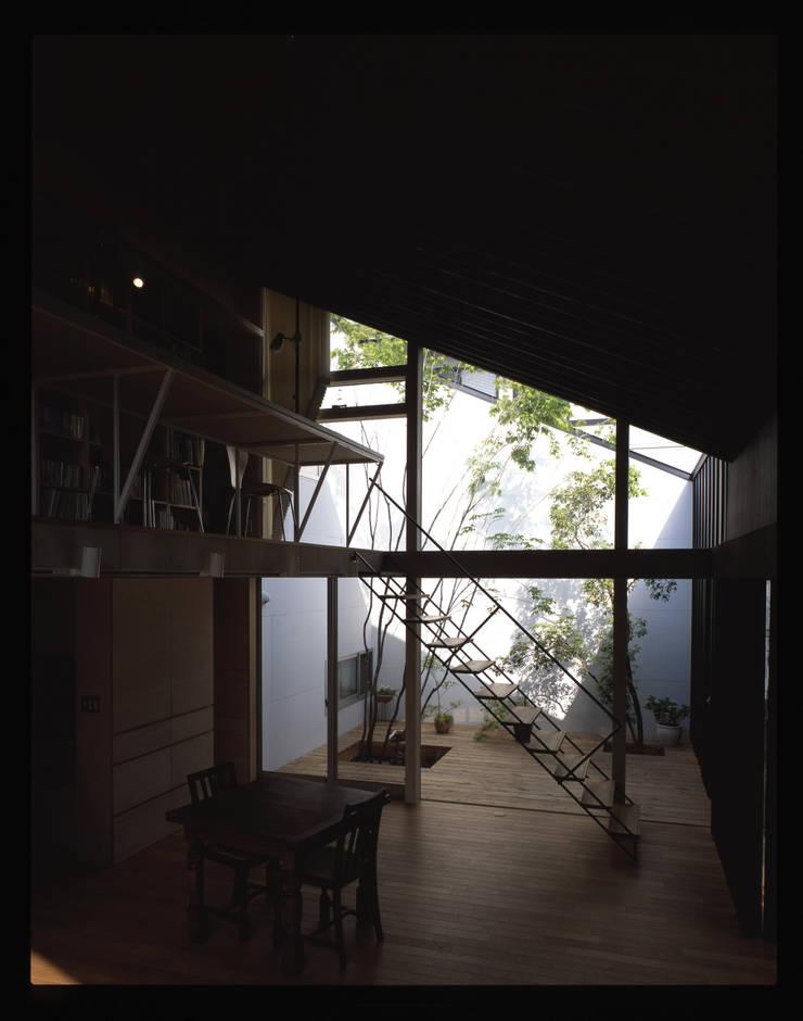 C-HOUSE: 株式会社長野聖二建築設計處が手掛けたリビングです。,