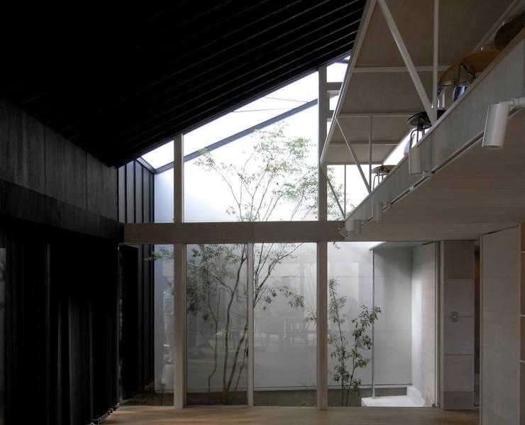 C-HOUSE: 株式会社長野聖二建築設計處が手掛けたリビングです。