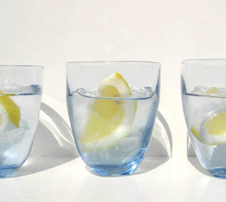 ゆらめきグラス: 白神ガラス工房が手掛けたキッチンです。,