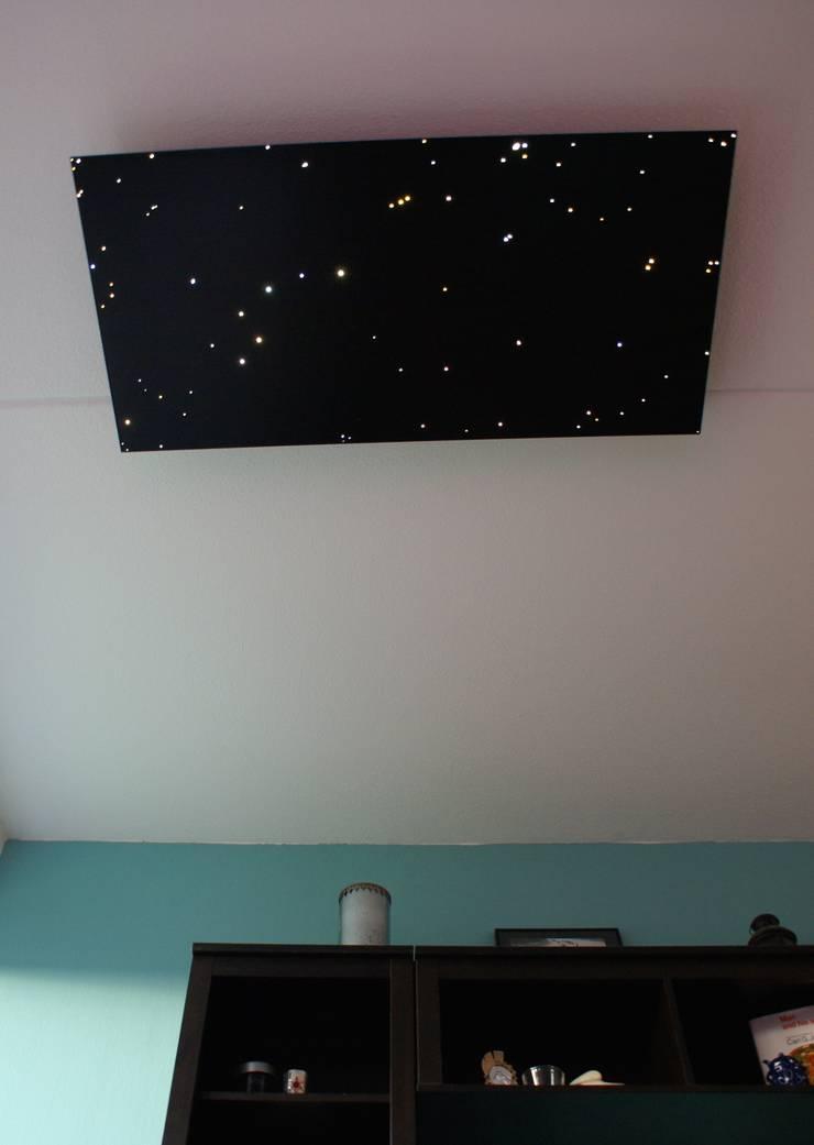 Fiber optic ceiling light star panels shooting falling stars twinkling sauna spa wellness resort starry night sky fibre lights acoustic boards tiles lighting twinkle 3:  Woonkamer door MyCosmos