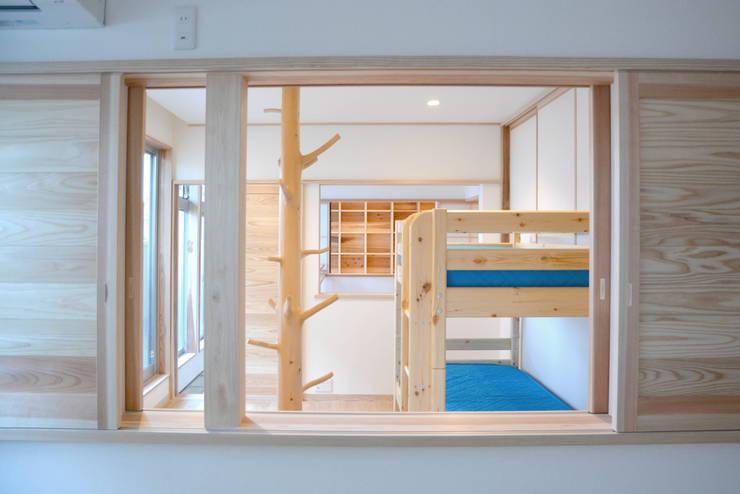 嬰兒房/兒童房 by 本瀬齋田建築設計事務所
