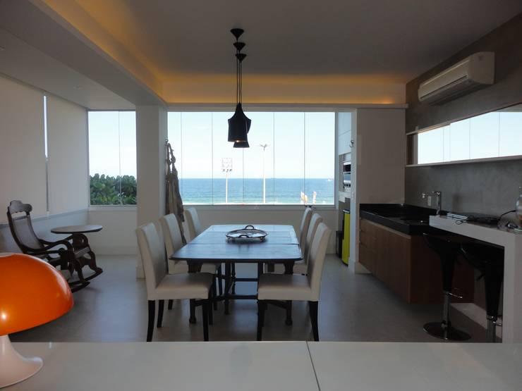 ห้องทานข้าว โดย Maria Helena Torres Arquitetura e Design, ผสมผสาน