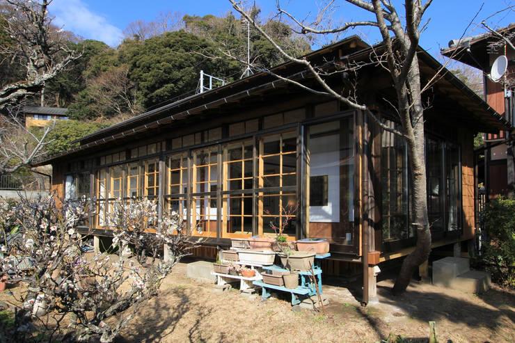 Casas de estilo asiático por 菅原浩太建築設計事務所