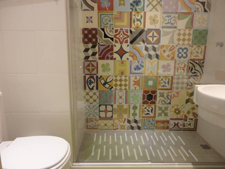 Bathroom by Maria Helena Torres Arquitetura e Design