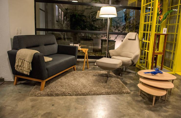 MESA-FLOR:  de estilo  por Muebles&Co.