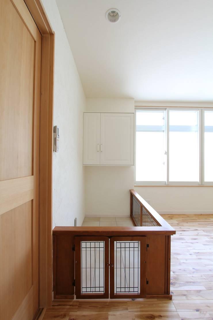 ドラ家のリフォーム: 有限会社横田満康建築研究所が手掛けた窓&ドアです。