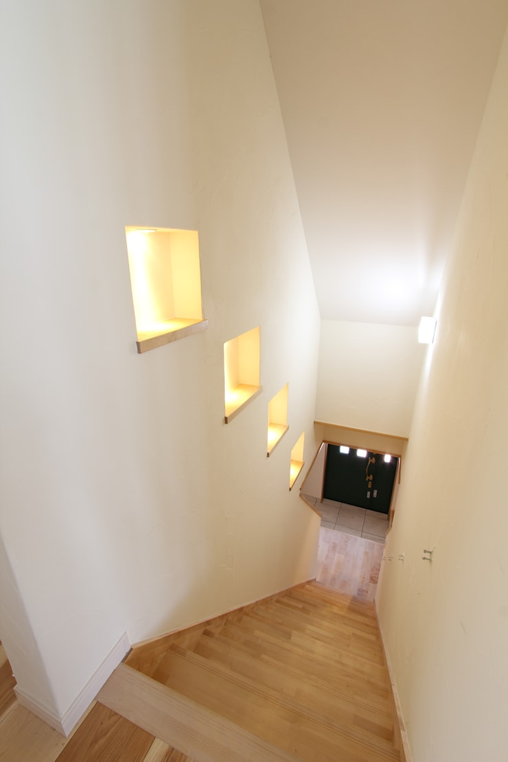 ドラ家のリフォーム: 有限会社横田満康建築研究所が手掛けた玄関&廊下&階段です。