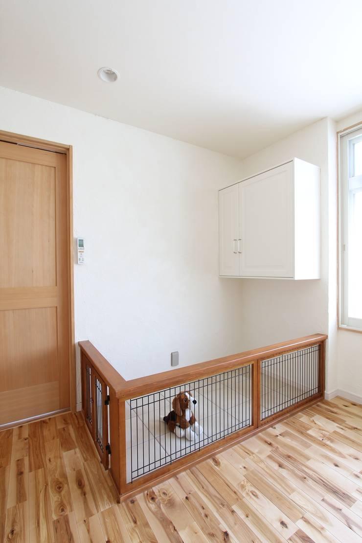 ドラ家のリフォーム: 有限会社横田満康建築研究所が手掛けた多目的室です。
