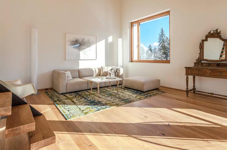Paredes y pisos de estilo  por Mischioff AG
