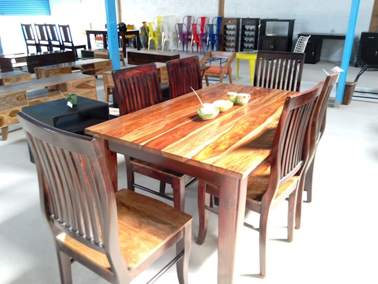 Residential Interior Designers:  Dining room by Shri Lakshmi Interior