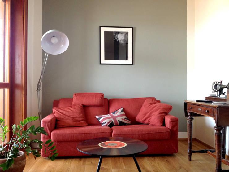 Soggiorno: Soggiorno in stile in stile Eclettico di Atelier delle Verdure
