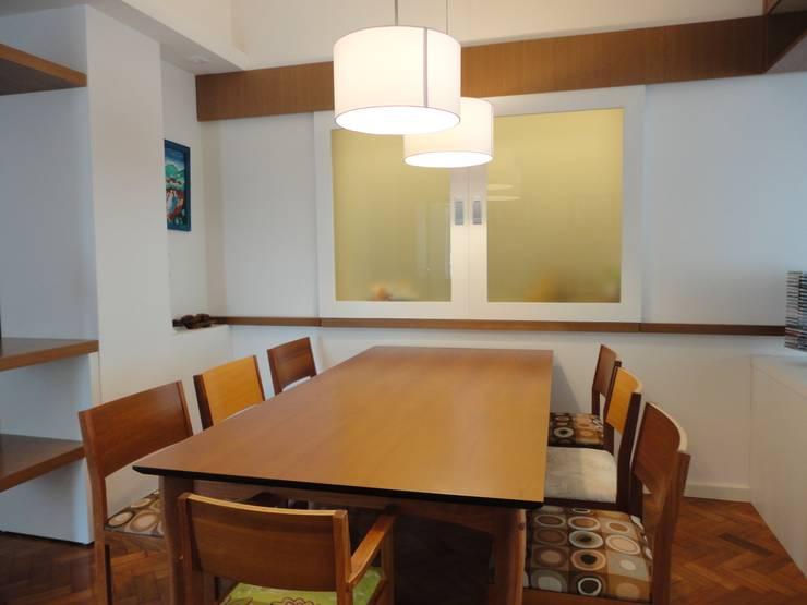 Comedores de estilo moderno por Maria Helena Torres Arquitetura e Design