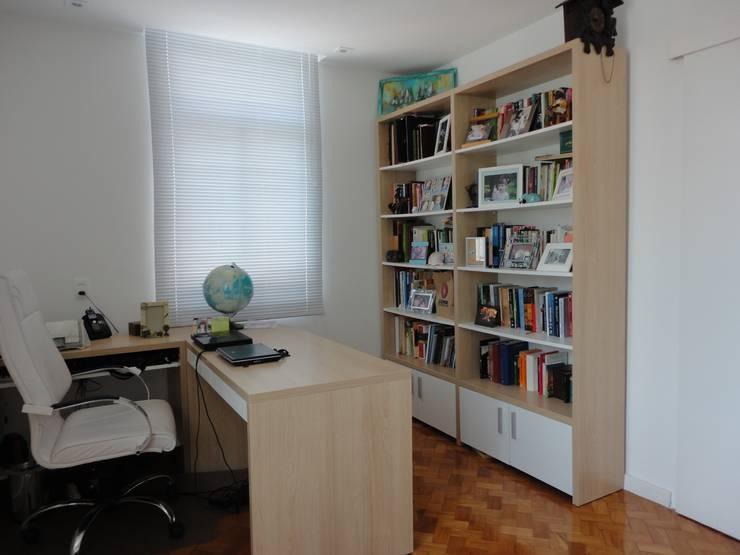 Estudios y biblioteca de estilo  por Maria Helena Torres Arquitetura e Design