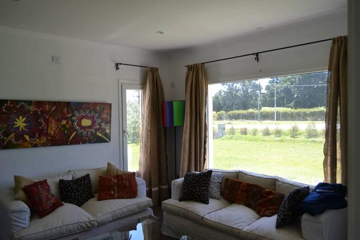 Casa Ik: Dormitorios de estilo  por 3B