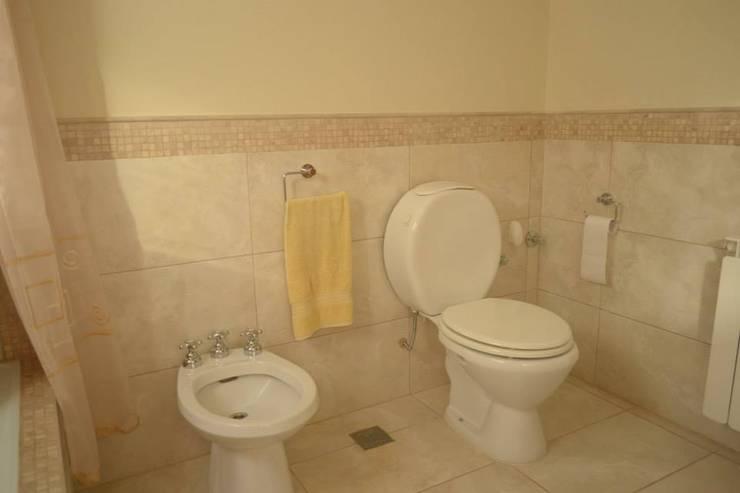 Bathroom by GD Arquitectura, Diseño y Construccion, Classic