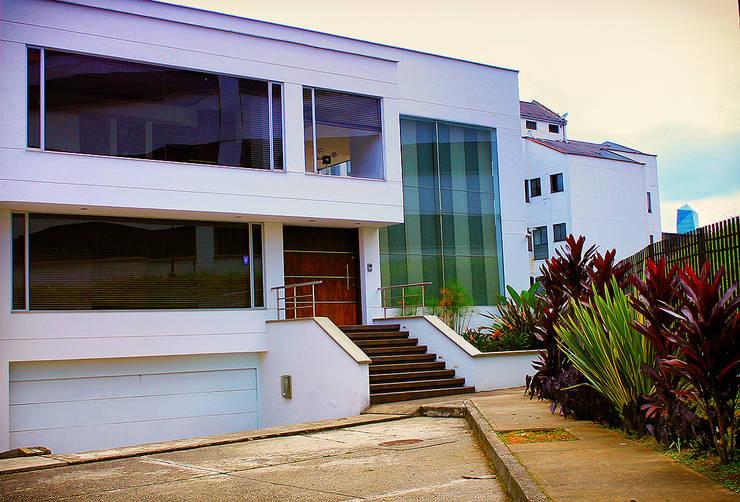 Casa Palermo: Casas de estilo  por Politan Arquitectura+Diseño S.A.S.