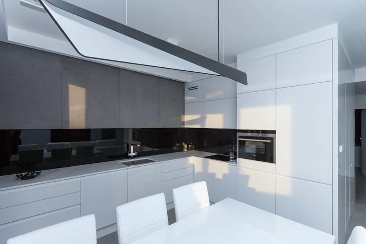 Projekt mieszkania na Wilanowie: styl , w kategorii Jadalnia zaprojektowany przez Base Architekci