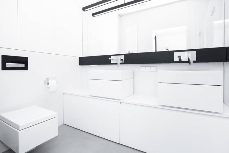 Projekt mieszkania na Wilanowie: styl , w kategorii Łazienka zaprojektowany przez Base Architekci