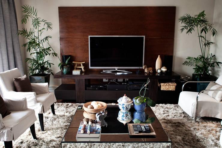 Living room by Camila Vicari Arquitetura da Paisagem