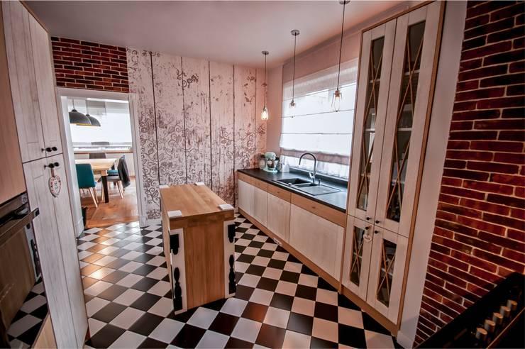 Rustykalna Posiadłość: styl , w kategorii Kuchnia zaprojektowany przez Pracownia Architektury Wnętrz Hanny hildebrandt
