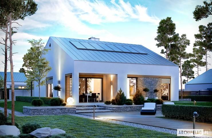 PROJEKT DOMU Ralf G1 – nowoczesny i energooszczędny dom do 100 m²: styl , w kategorii Domy zaprojektowany przez Pracownia Projektowa ARCHIPELAG