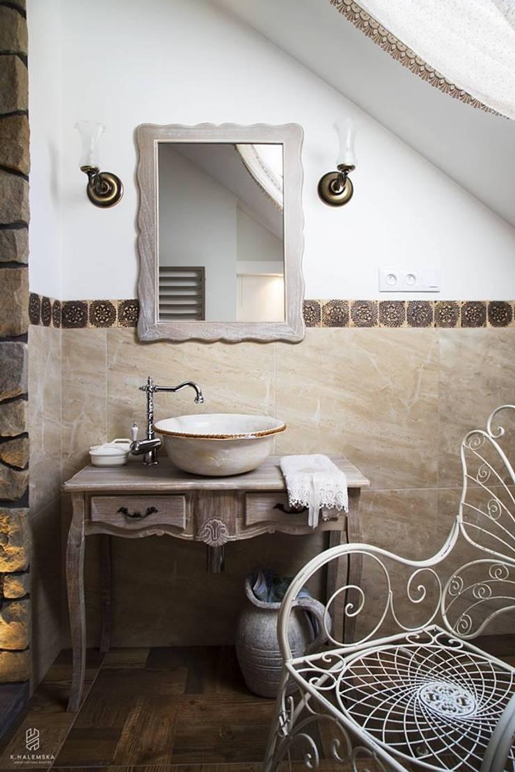 Aranżacje z ręcznie formowanymi umywalkami: styl , w kategorii Łazienka zaprojektowany przez Florisa