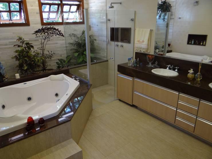 Banho Suíte (Parceria Eliana Freitas): Banheiros modernos por Das Haus Interiores - by Sueli Leite & Eliana Freitas