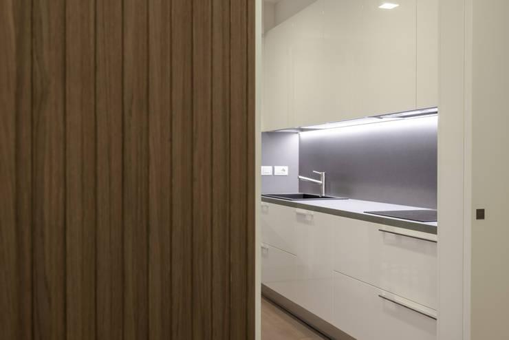 Interno AT: Cucina in stile  di Stefano Viganò Architetto