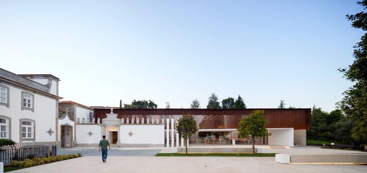 Palácio Igreja Velha / Visioarq – Arquitectos: Locais de eventos  por Visioarq - Arquitectos