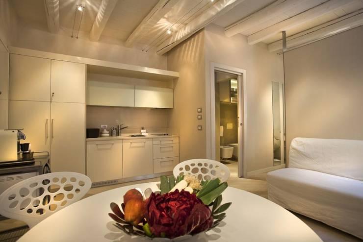 Dining room by studio di architettura Sara Fraccaroli