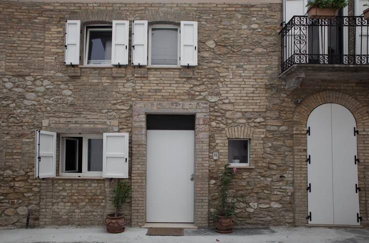Progetti: Case in stile in stile Moderno di STUDIO DI ARCHITETTURA CATALDI MADONNA