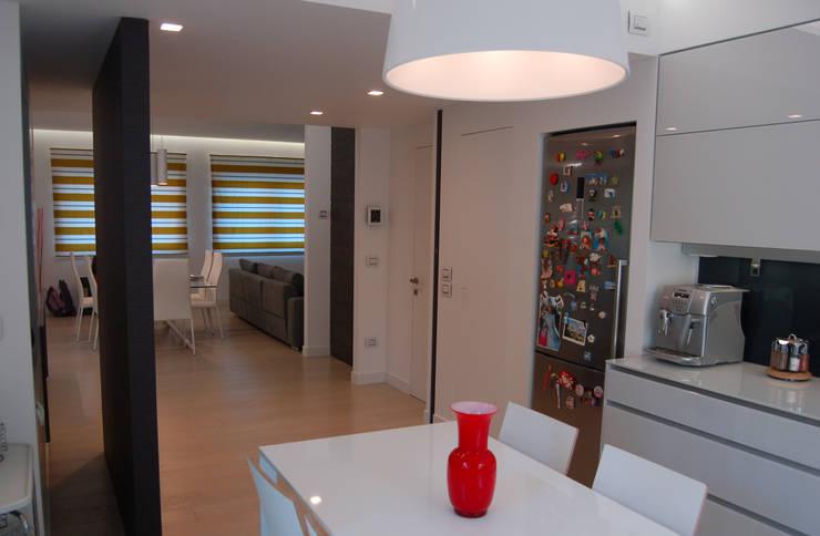 Salas de jantar modernas por Archideo Studio di Architettura