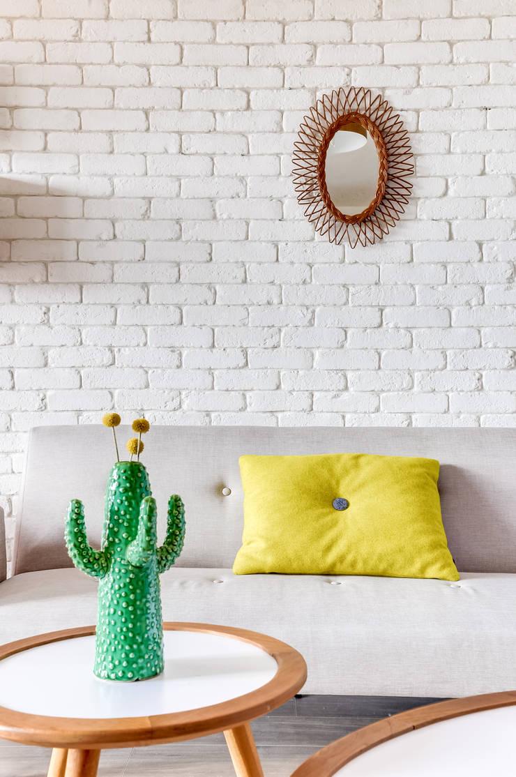 Ruang Keluarga oleh Transition Interior Design , Modern
