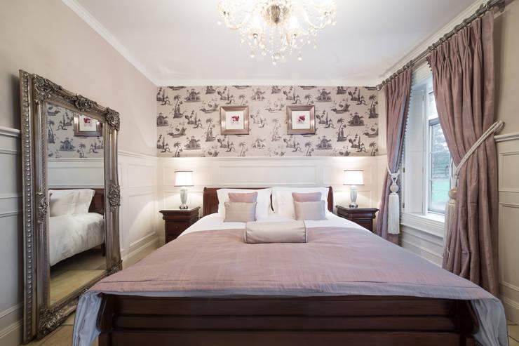 Luxury Bedroom design:  Bedroom by Designer Kitchen by Morgan