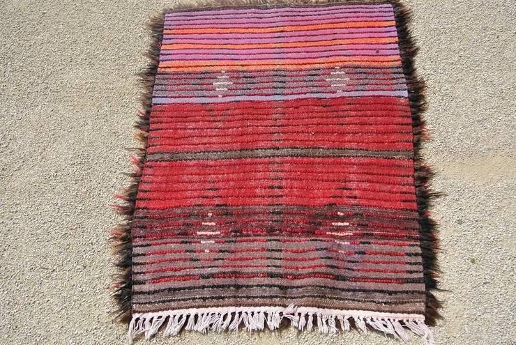 Magnifique tapis de Tribal tissé: Salle multimédia de style  par L'âme des tissus