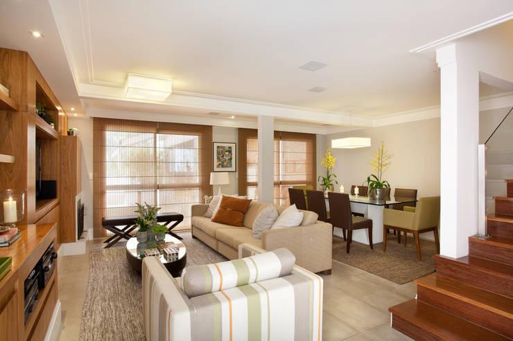 modern Living room by Silvana Lara Nogueira