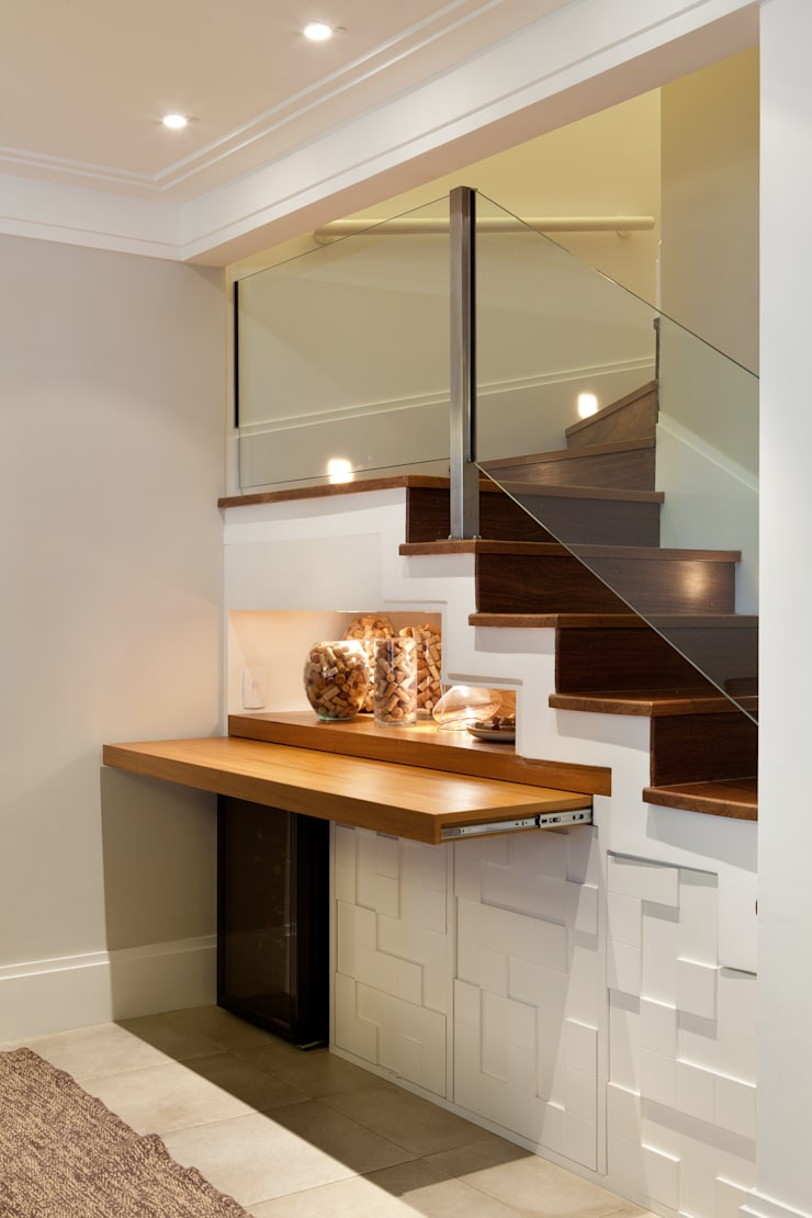 Modern Corridor, Hallway and Staircase by Silvana Lara Nogueira Modern