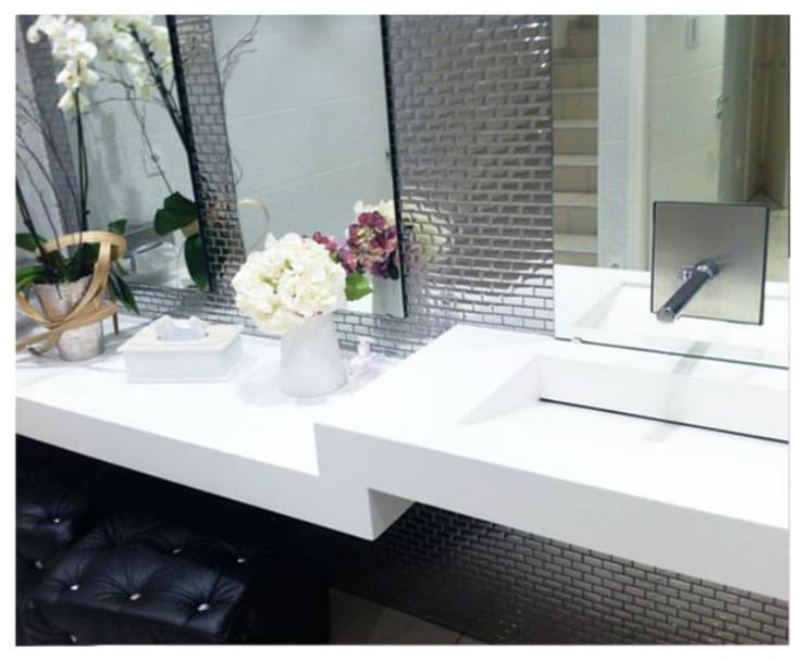 Cuisine et bains sur mesure: Salle de bains de style  par Atelier Richard Boulle